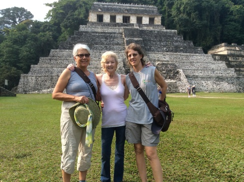 Lisa, her mom and me visiting the pyramids of Palenque.